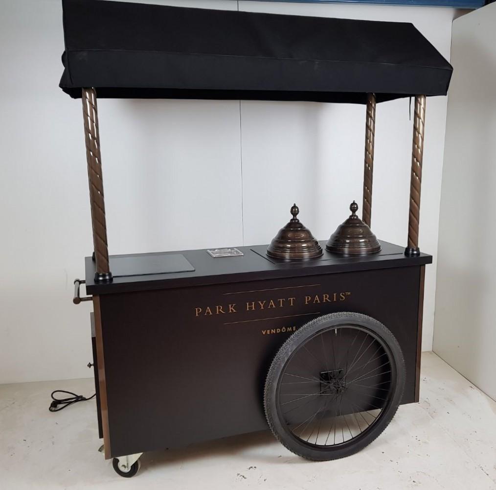 Chariot à glaces Park Hyatt version originale.jpg