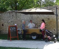 Chariot à glaces avec attelage